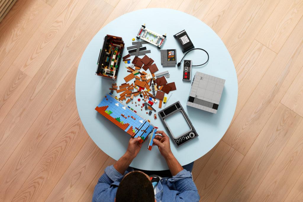 Назад в будущее - анонс игровой консоли Nintendo Entertainment System и ретро-телевизор из кубиков LEGO 3