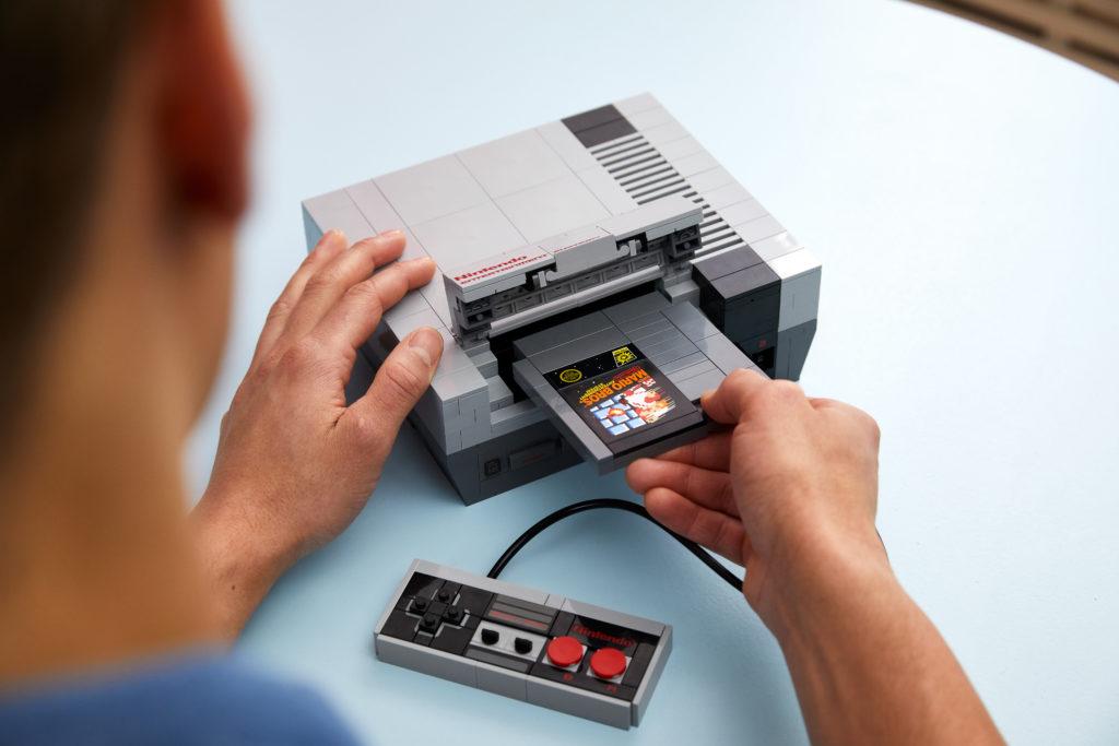 Назад в будущее - анонс игровой консоли Nintendo Entertainment System и ретро-телевизор из кубиков LEGO 2